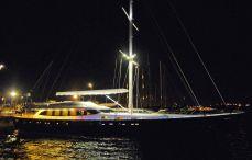 Luxury Yachts Charter (4)